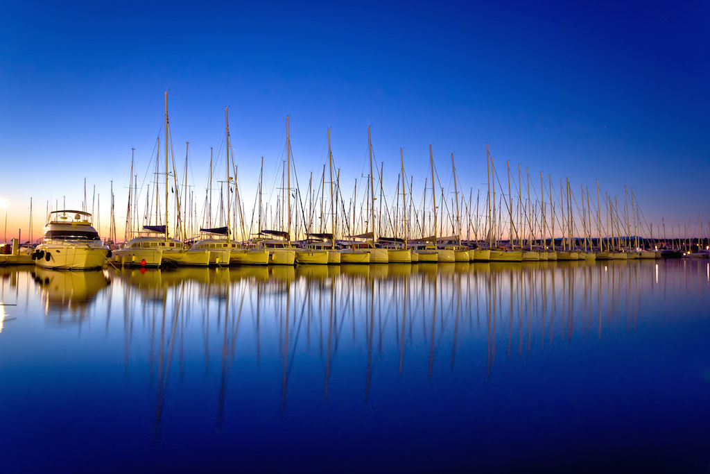 long-row-of-boats-on-blue-on-Marinaquip-website